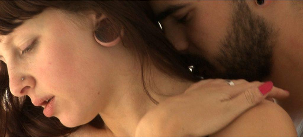Wim Van Damme kisses Floor Wyn's neck in Skin.Like.Sun. (Des Jours), an erotic documentary movie directed by Jennifer Lyon Bell and Murielle Scherre available at Blue Artichoke Films